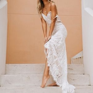 white lace lulu's gown